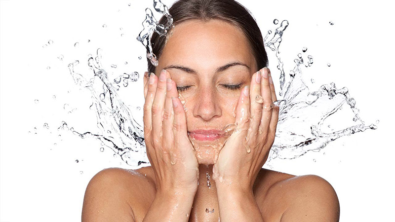 HydroGlow Facial  – Give your skin a fresh start this Fall.